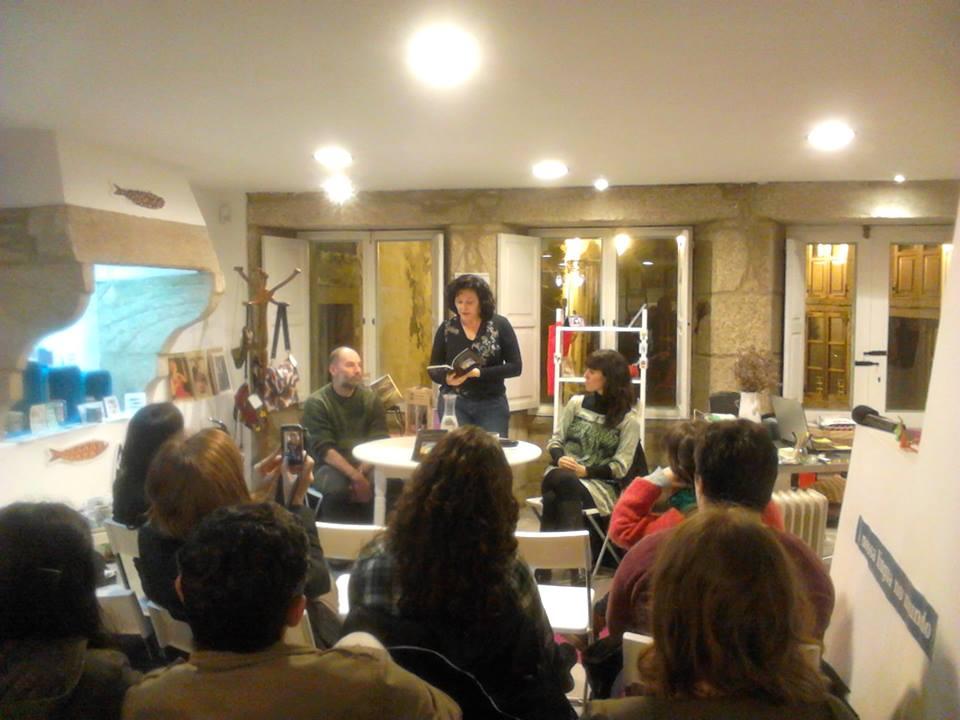 Mercedes Leobalde na libraría Lila de Lillith de Santiago de Compostela