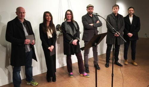 De esquerda a dereita o accésit José Manuel Vidal, a premiada Mery Pais; a concelleira de Acción Cultural, Branca Novoneyra; o alcalde Martiño Noriega, David Barro e Román Padín, membros do xurado.