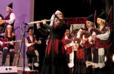 A música e o baile para falarlle ao mundo dunha identidade